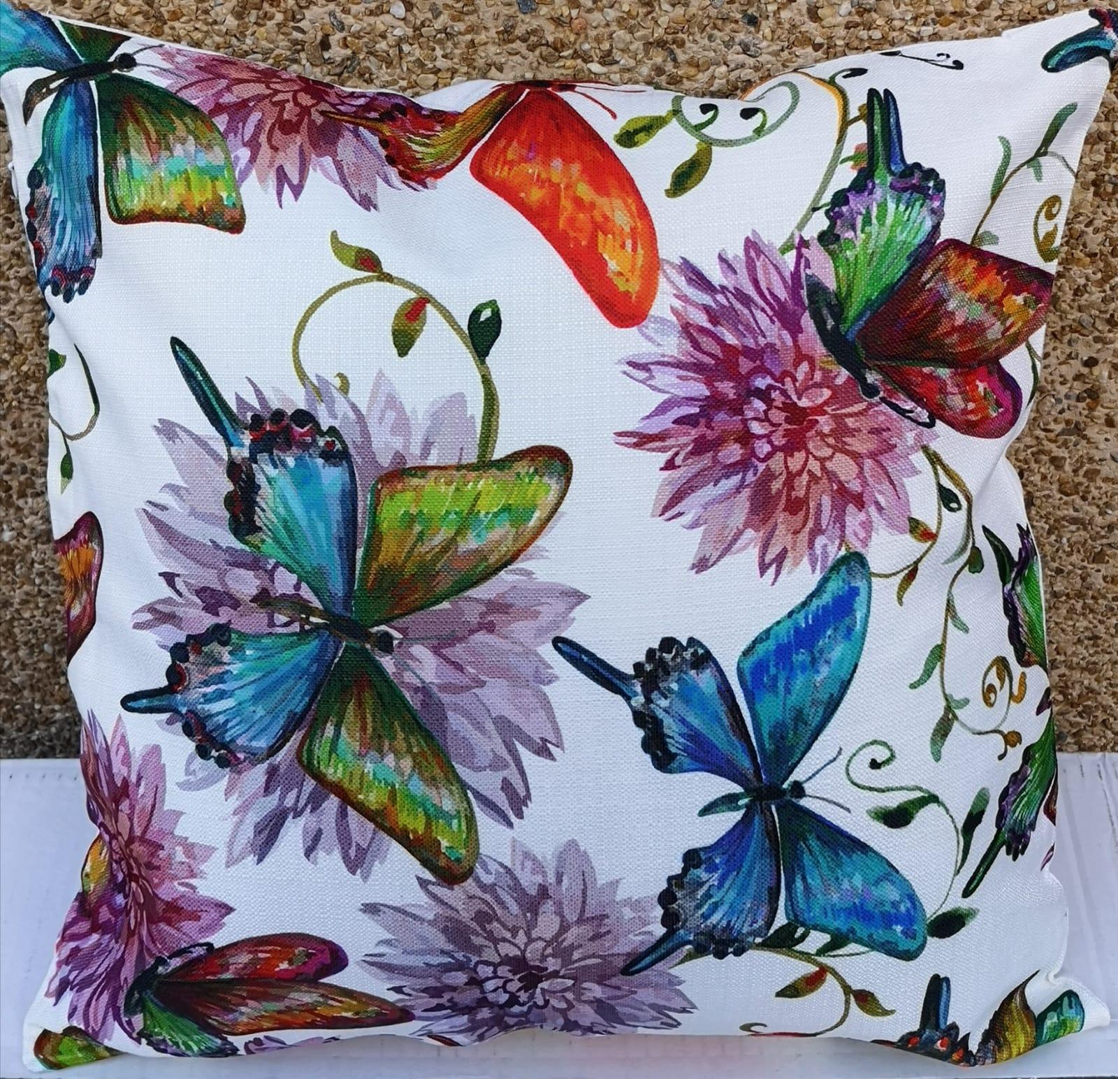 Cojín Relleno Flores y Mariposas